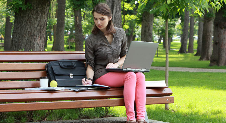 19 Ways for Canadian Retailers to Grab Online Back-to-School Sales ©